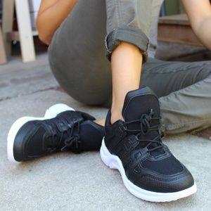 Shoes - 🆕️//The Venus// Black Trendy Sneaker